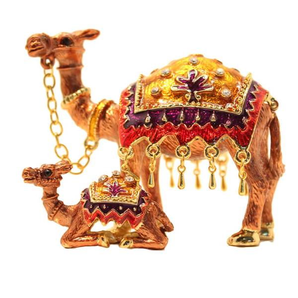Arabic Camel Showpiece With (Young) Camel And Traditional Arabic Custom