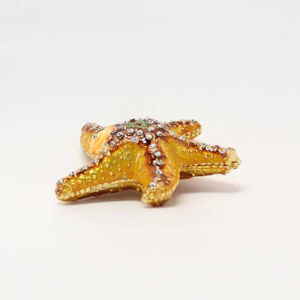 Starfish Showpiece with a top that opens to reveal a pearl
