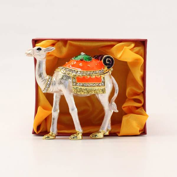 Maghatir Camel Showpiece With Traditional Arabic Custom
